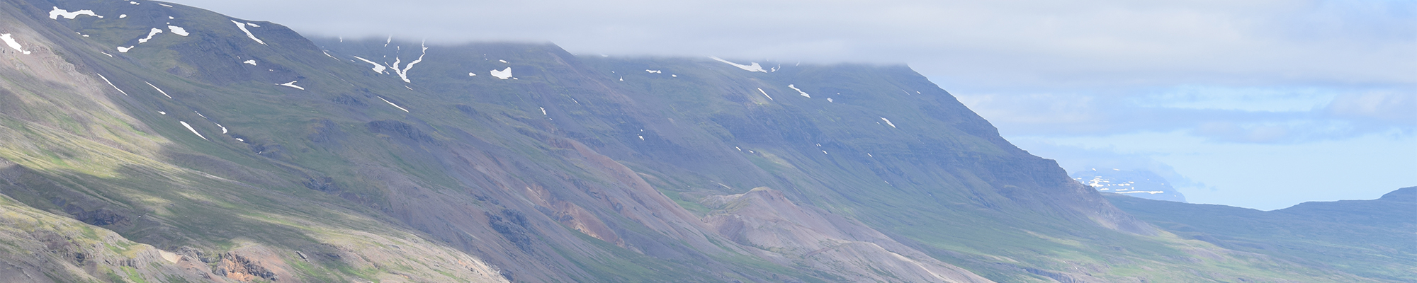 Island: Berge und Meer